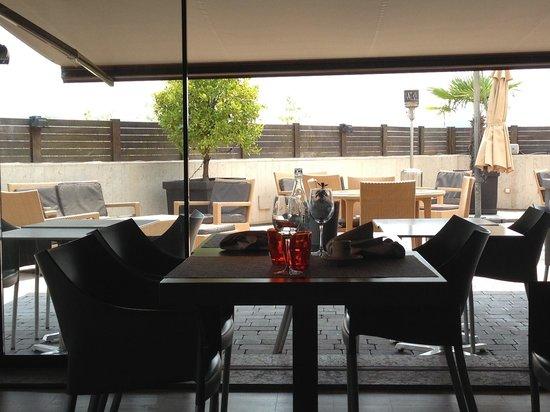 QGAT Restaurant & Events: terraza exterior