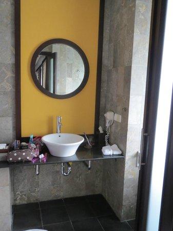 Candi Beach Resort & Spa: Das Bad
