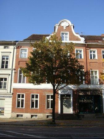 Altstadt Pension im Hollanderviertel: Smukt hus - uden skilt