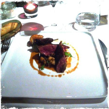 Auberge Saint Jean : Suprêmes de pigeon poêlés, les cuisses cuites longuement,