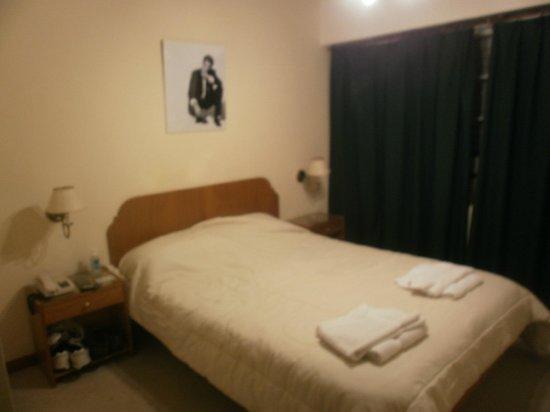 Hotel de Cine Las Golondrinas : ...con ventilador de techo, calefacción, tv, dvd, cofre de seguridad. Descanso asegurado.