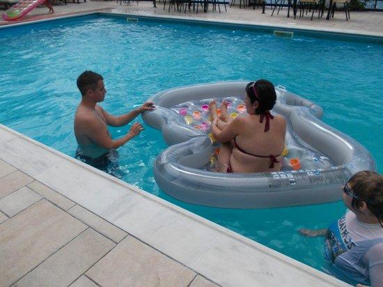Villa Apollon Skiathos: Fun in the Villa Apollon Pool