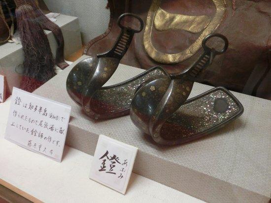 Yamamura Daikan Yashiki: 螺鈿の鐙