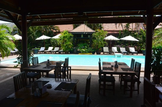 White House Beach Resort & Spa: le restaurant près de la piscine