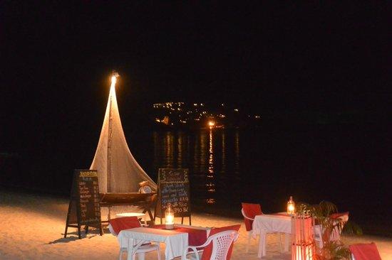White House Beach Resort & Spa: Le restaurant le soir