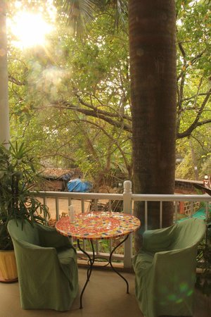 Michele's Garden - Cafe and B&b: have your breakfast out here, and you are sure to have a splendid day!