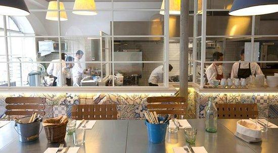 Il bancone sharing sulla cucina a vista - Picture of Alfresco ...