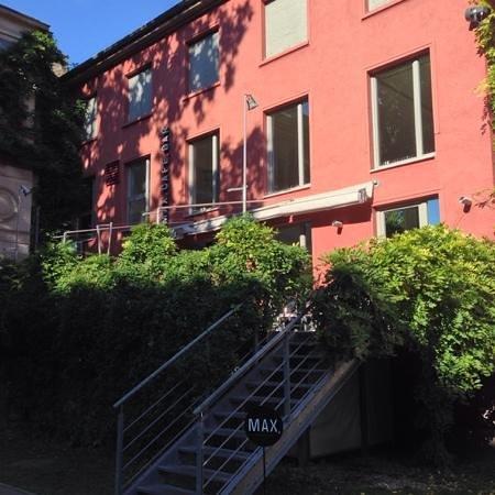 Schoner Hinterhof Abgeschirmt Vom Larm Der Strasse Max