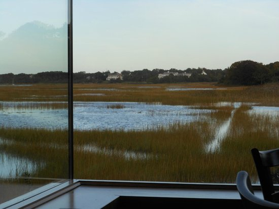 Marshside Restaurant: Seamless windows for a spectacular view.
