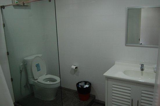 The NooK Bangkok : Bathroom