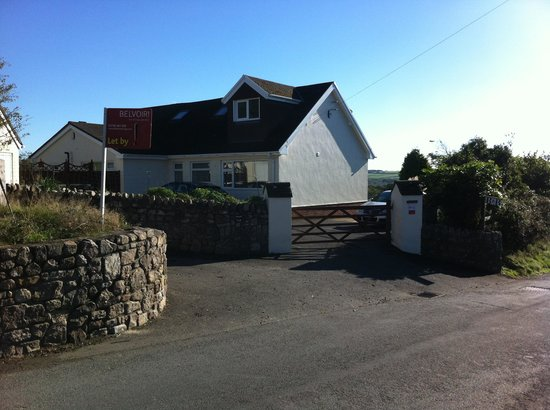 Wyndgarth House : Ample parking off road at Wyndgarth