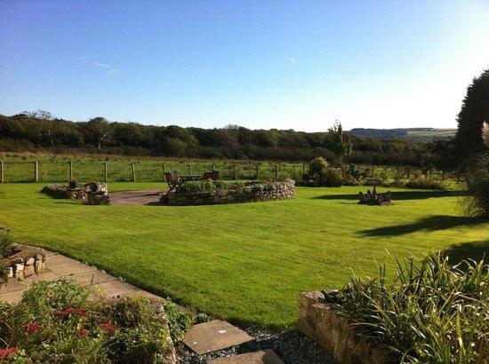 Wyndgarth House : Garden view