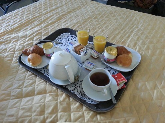 Roma Dreaming: Breakfast delivered to the room at a time of your choice. Great.
