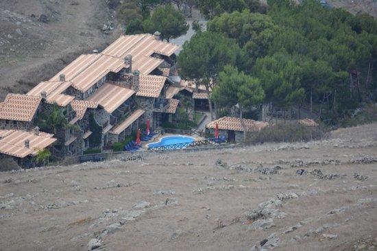 Hotel Quinta Do Serrado: view looking down on hotel