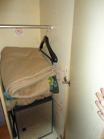 Il Giardino Hotel : smelly blankets