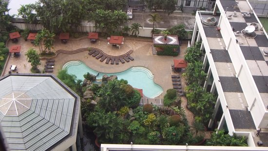 Diamond Hotel Philippines : Looking down at pool