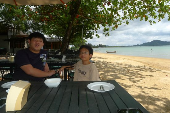 Kan Eang 2: My 2 boys waiting impatiently for the food to arrive
