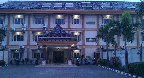 Indramayu, Indonesia: Halaman Parkir Depan