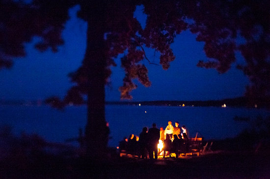 Birch Lodge Cottages: Lakeside campfire
