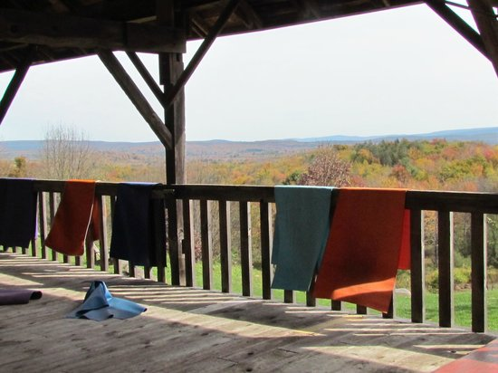 Sivananda Ashram Yoga Ranch : stunning outdoor yoga platform