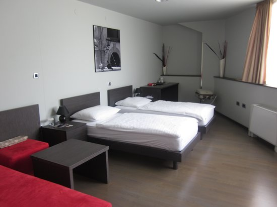Birokrat Hotel : habitacion/bedroom