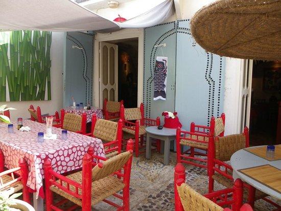 Le Restaurant du Poisson Rouge : La terrasse côté soleil