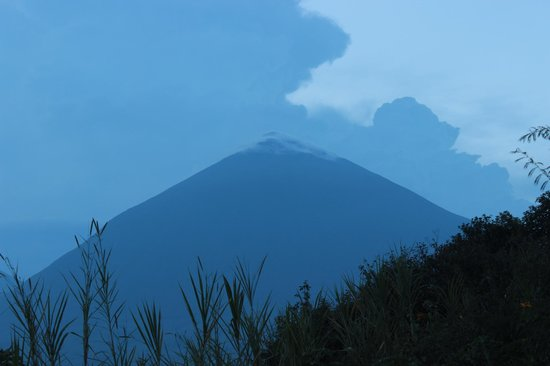 Virunga Lodge: Volcano as seen from room