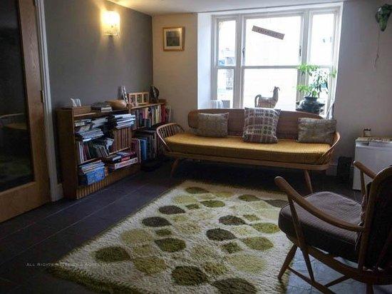 Oriel Milgi: Reception area/living room
