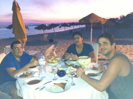 Hotel Dar Hayet : dinner sur la plage