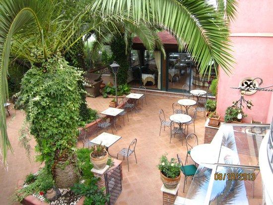 Hotel La Pensione Svizzera : View of the terrace and breakfast area