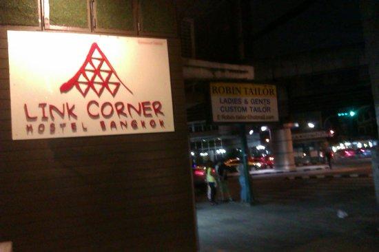 Link Corner Hostel Bangkok: Link Corner signage