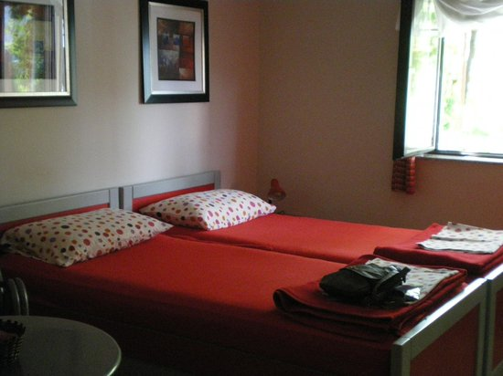 Apartmani Cetkovic: Twin beds made a double