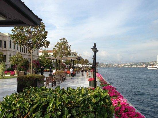 Four Seasons Istanbul at the Bosphorus: Terrace on bosphorus