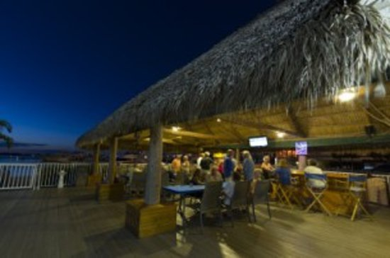 Legacy Harbour Hotel & Suites: chickee hut bar