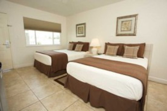 Legacy Harbour Hotel & Suites: standard double beds