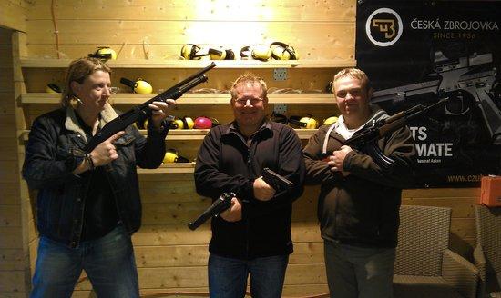 Grotgun Shooting Range: Plenty of time for pics.