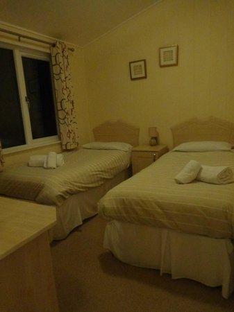Mullacott Park : twin bedroom
