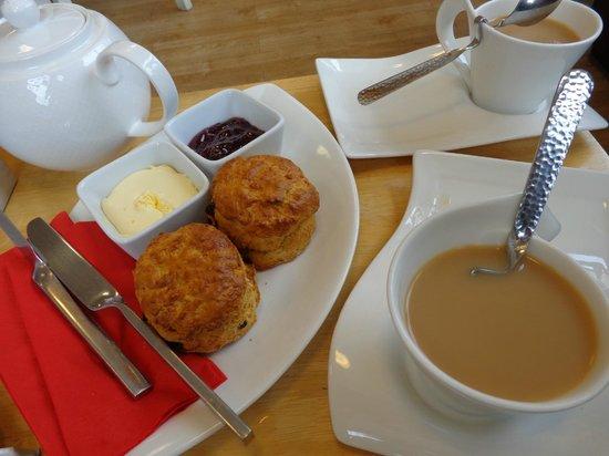 Mullacott Park: cream tea at on site cafe