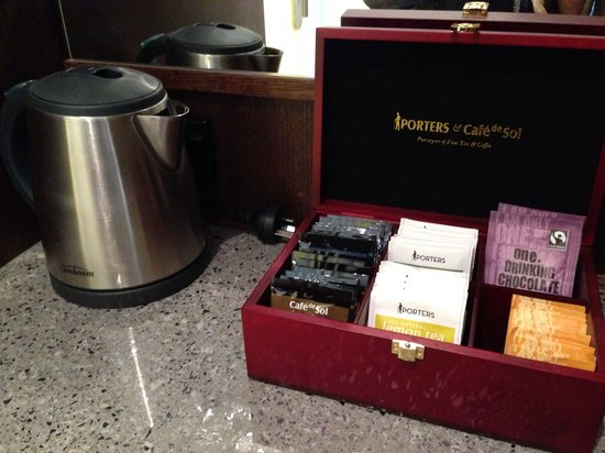 Hotel 115 Christchurch: I love the hot chocolate. I wished they had replenished it when they made up the room. They have