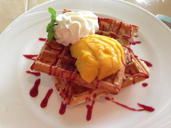 Restaurant Verbena : Waffles at breakfast