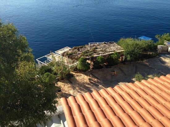Likya Gardens Hotel Kalkan: View of terrece and cabanas.