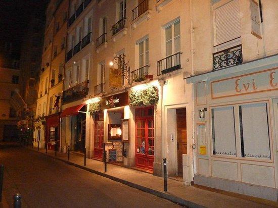 La Boussole : Cosy bistrot 5 minutes from Hotel Atlantis, St. Germain de Pres, Paris