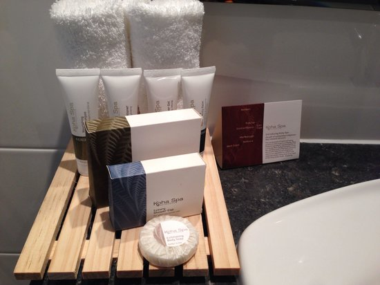 Hotel 115 Christchurch: Some nice amenities. Replenished daily. They also change your towels which I wished they didn't.