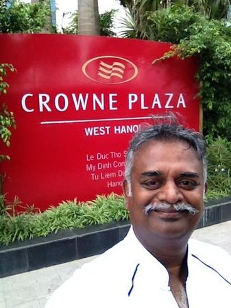 Crowne Plaza West Hanoi: at the entrance