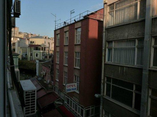 Turvan Hotel : müezzin nearby :)