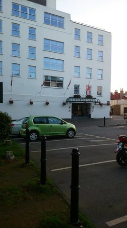 The Duke of Richmond Hotel: Much better than it looks!