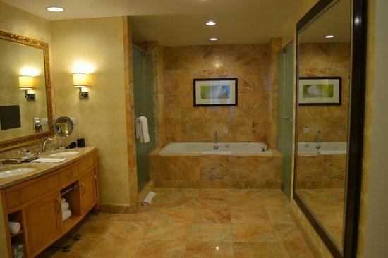 Grote badkamer - Foto van Trump International Hotel Las Vegas, Las ...
