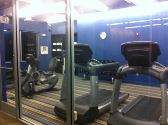 Aloft Dulles Airport North: gym