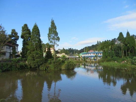 Hotel Ratnagiri : Mirik lake