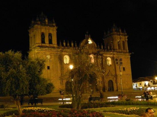 Del Prado Inn : La Catedral de Cuzco a sólo unos pasos del hotel
